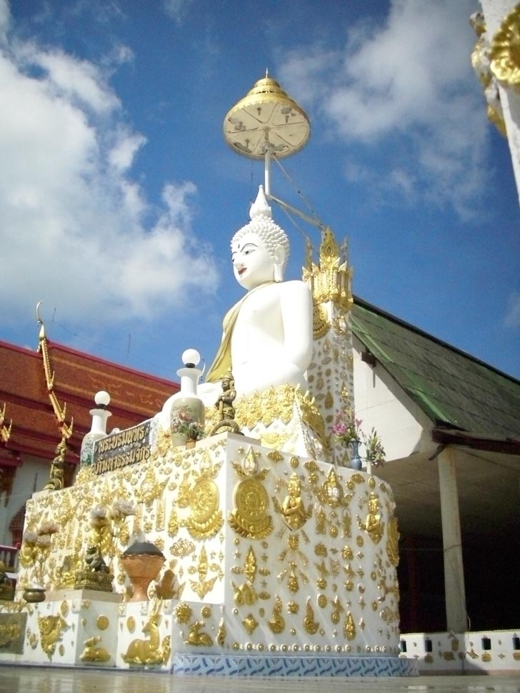 This is the beautiful Buddha statue at wat suan manee sap next to the chapel