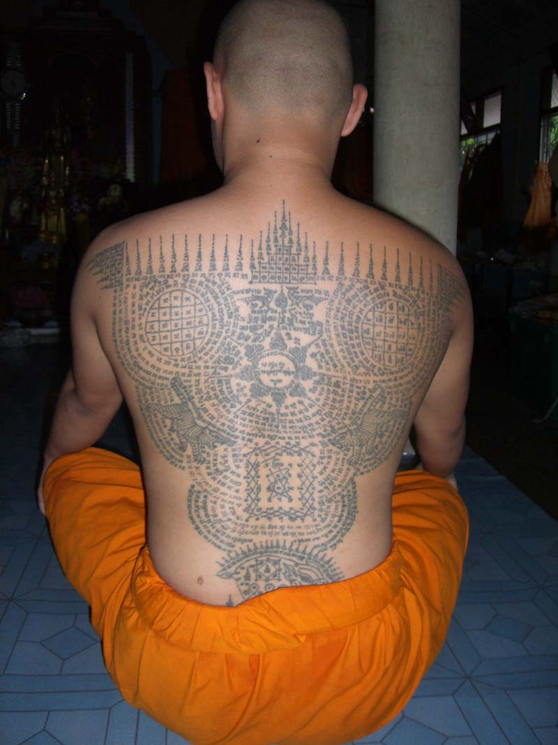 sak yant thai temple tattoos sak yant buddhist temple tattoos sacred yantra made by buddhist. Black Bedroom Furniture Sets. Home Design Ideas